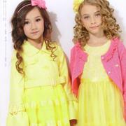 的纯童装 黄色连衣裙揭晓春意