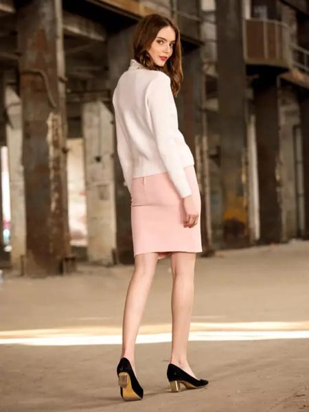 樊羽2017春装新款粉色包臀裙