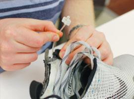 一双自动绑带功能的耐克运动鞋为何价值几千元?
