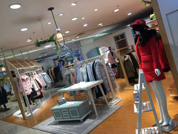 LIYALISA莉雅莉萨女装专卖店品牌旗舰店店面
