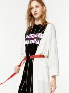布莎卡春季白色长款外套