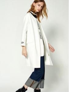 布莎卡白色长款休闲外套