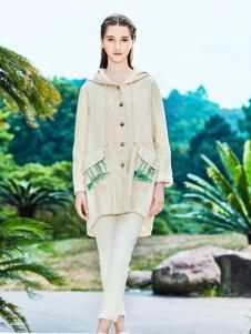 女子卉色时尚长款外套
