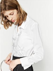 布莎卡白色印花浪漫衬衫