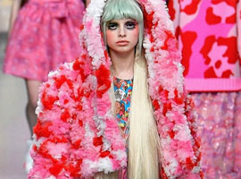 伦敦时装周的光怪陆离:Ryan Lo时装秀依旧粉红可爱