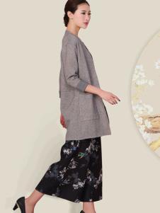 华艺嘉年女装灰色针织外衫