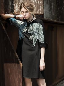 威丝曼女士连衣裙