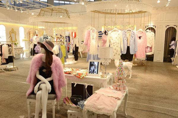 粉红大布娃娃店铺展示