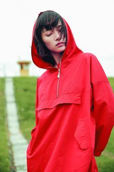 述忘女装红色休闲连帽外套