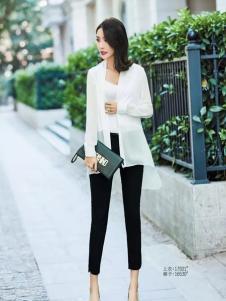 艾米白色时尚上衣新款