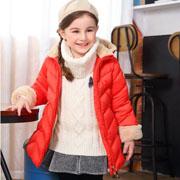 泰迪熊童装 红色棉衣的可爱气质