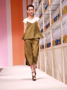 卡芙芮2017春夏新品褐色吊带套装