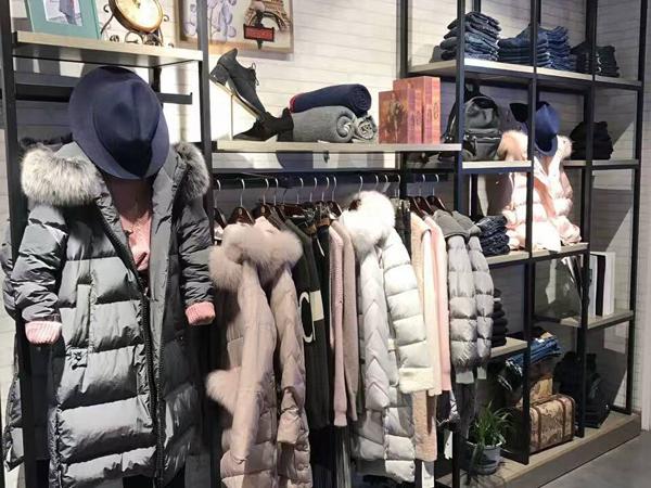 时尚自由点女装专卖店 品牌旗舰店店面