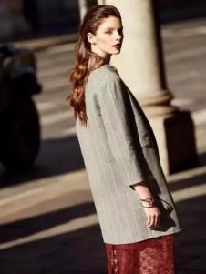 昆诗兰女装条纹修身外套