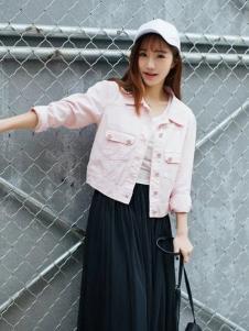 莉雅莉萨粉色短款上衣