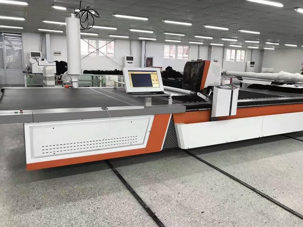 厂家供应全自动电脑裁床裁剪机,适用于服装 家私 家居等软性剪裁