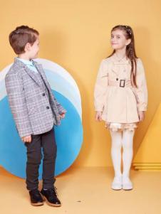 马可乐童装新品格纹西装