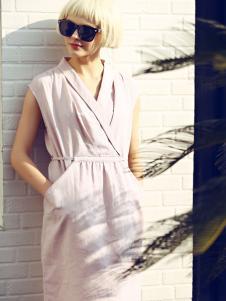 衣秀维妮衬衫领连衣裙