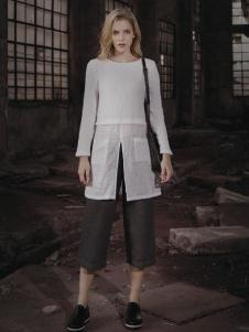 蒙杰诗丹女装白色圆领上衣