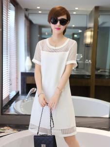 千姿惠白色圆领露肩连衣裙