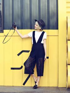 衣秀维妮黑色时尚背带裤