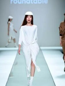roundtable白色時尚連衣裙