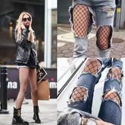 今年渔网袜成为时尚界最火单品!杨幂迪丽热巴都在穿!