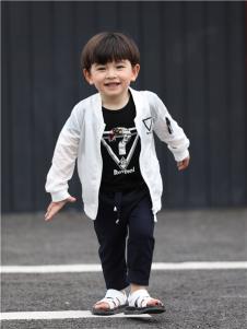 2017年米其仔童装时尚薄款外套