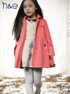 南西象童装粉色风衣
