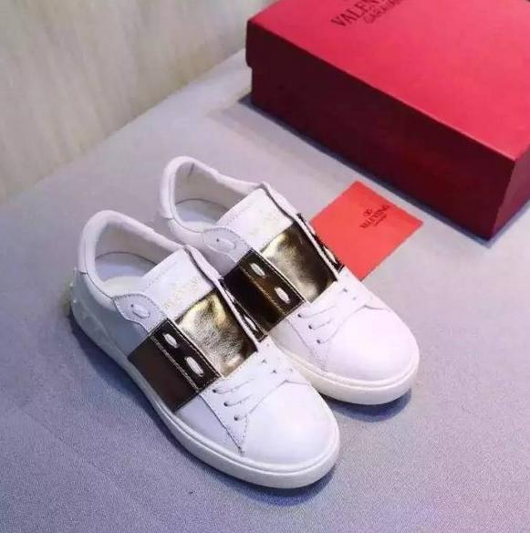 今年烂大街穿小白鞋的女人,白色球鞋它是怎么潮起来的