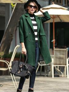 璞秀女装绿色翻领大衣