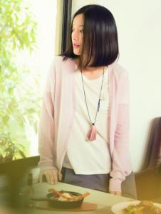 片断女装粉色针织外套