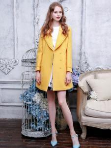 三彩女装姜黄色大衣