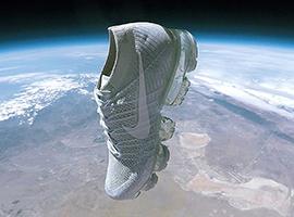一双最新款Nike Air Vapormax耐克鞋上天了
