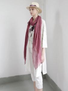迪斯廷凯白色时尚连衣裙