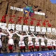 """""""花儿为什么这样红""""?杉杉旅游助力2017新疆春博会"""