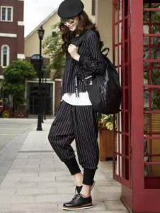 娅尼蒂凘女装条纹套装