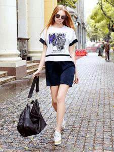 娅尼蒂凘女装T恤