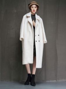 YAMISS娅玛诗女装长款粉白色大衣