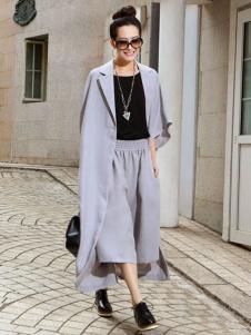 娅尼蒂凘女装风衣