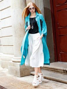 娅尼蒂凘女装湖蓝色风衣