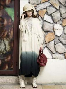 娅尼蒂凘女装外套