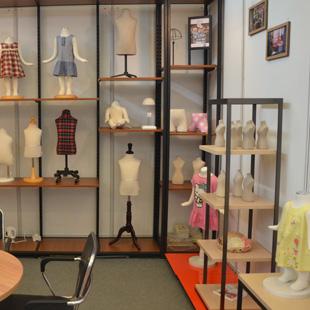 美亚展示MAYER DISPLAY-专业生产批发服装模特、货架、衣架、道具等品牌服装展示产品!