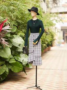 速品时尚墨绿色针织上衣