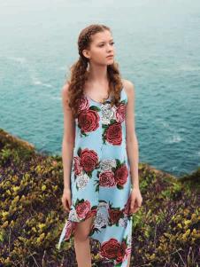 时尚自由点新款花朵印纹连衣裙