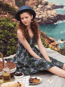时尚自由点新款印花连衣裙