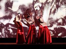 超模薛冬琪压轴 中国国际时装周为何办闭幕秀