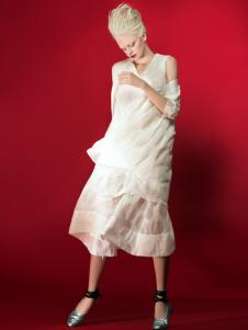 D2M白色连衣裙
