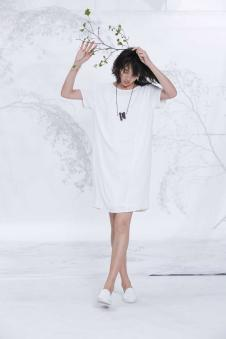 述忘女装2017春夏新品白色连衣裙
