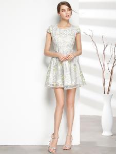 彤欣格女装新款印花圆领连衣裙